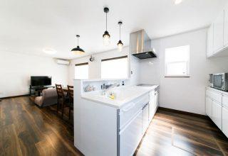 色数をおさえておしゃれなカフェ風広々LDKの家の写真